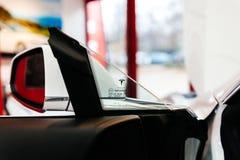 Автомобиль модели s Tesla электрический стоковое изображение rf