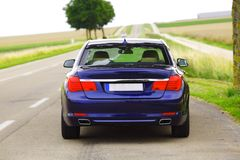 Автомобиль на дороге стоковые изображения