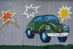 Автомобиль на стене стоковая фотография