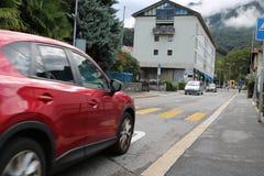 Автомобиль на управлять улицы Стоковые Изображения RF