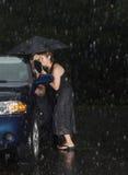 автомобиль она зафиксировал вне женщину Стоковые Фото
