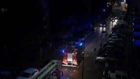 Автомобиль отделения пожарной охраны вечером видеоматериал