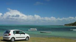 автомобиль пляжа стоковая фотография