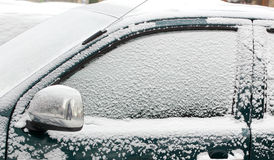 автомобиль покрыл снежок Стоковые Изображения RF