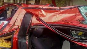 Автомобиль полностью разрушенный деревом после шторма видеоматериал
