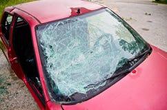 Автомобиль при стекло разрушенное автомобильной катастрофой Стоковое Изображение RF