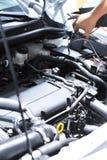 автомобиль проверяя двигатель Стоковое фото RF