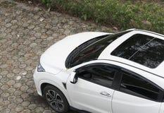 Автомобиль сверху в стояночной площадке взгляд сверху Стоковые Изображения RF