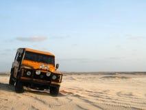 автомобиль с песка дороги стоковое изображение