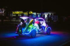 Автомобиль украшения с multicolour неоновыми светами стоковые изображения rf