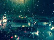 Автомобиль через влажное окно Стоковое Изображение