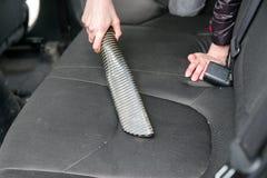 Автомобиль чистки с пылесосом Стоковая Фотография RF