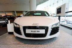 Автомобиль Audi R8 супер на дисплее на центре Сингапуре Audi Стоковые Изображения RF