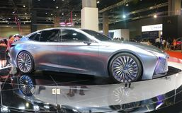 Автомобиль Lexus LS+Concept с дизайном футуристических и аэродинамики от одного из автомобиля Тойота стоковое фото