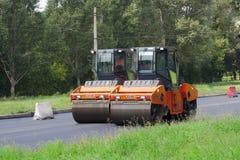 Автомобили асфальта на дороге Стоковое фото RF