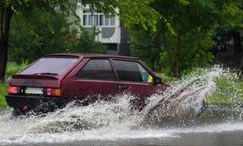 Автомобили в проливном дожде Стоковое Изображение