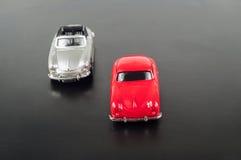 Автомобили игрушки на дороге стоковое фото