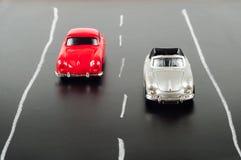 Автомобили игрушки на дороге стоковое изображение rf