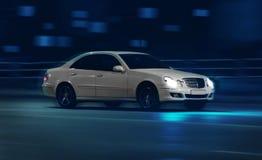 Автомобили идут на город ночи Стоковое Изображение