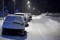 автомобили идут снег вниз Стоковая Фотография RF