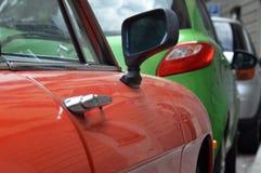 Автомобили красный цвет, зеленый цвет и серый цвет Стоковая Фотография