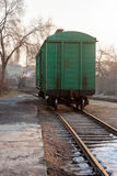 Автомобили на следах поезда Стоковое Фото
