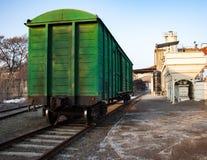 Автомобили на следах поезда Стоковая Фотография