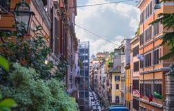 Автомобили на улице через Quattro Fontane в Риме, Италии Стоковые Изображения