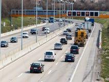 Автомобили на шоссе Стоковая Фотография RF