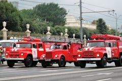 Автомобили огня Первый парад Москвы перехода города Стоковые Изображения
