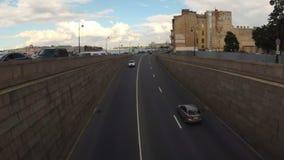 Автомобили дороги движения шоссе Timelapse Санкт-Петербурга видеоматериал