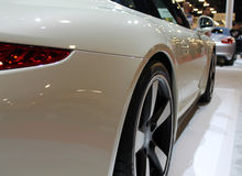 Автомобили спорт взгляд со стороны и колесо Стоковые Фотографии RF