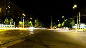 Автомобили ov промежутка времени moving в городе в ноче акции видеоматериалы