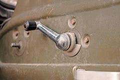 Автомобильная дверь внутрь с закручивая ручкой двери для ручного регулятора окна двери Стоковые Фотографии RF