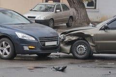 Автомобильная катастрофа в городе Стоковые Изображения