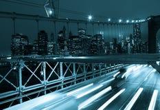 Автомобильное движение на Бруклинском мосте в Нью-Йорке - США Стоковое фото RF