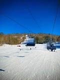 Автомобиль веревочки в катаясь на лыжах области Стоковое Изображение