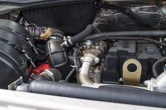 Автомобиль внутрь под клобуком Стоковые Фото