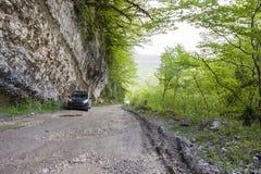 Автомобиль в горах Стоковая Фотография RF
