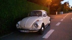 Автомобиль в заходе солнца Стоковые Изображения