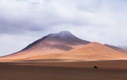 Автомобиль в пустыне Стоковое Изображение