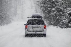 Автомобиль в снежке Стоковое Изображение