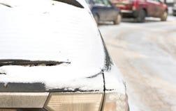 Автомобиль в снежке Стоковые Изображения