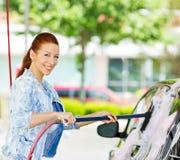 автомобиль ее моя детеныши женщины Стоковая Фотография
