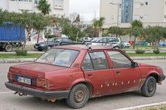 Автомобиль задавленный на дороге после аварии Стоковые Фотографии RF