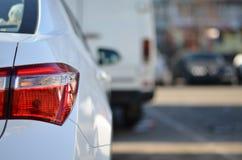 Автомобиль кабеля светлый на месте для стоянки Стоковые Фотографии RF