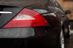 Автомобиль кабеля светлый с падениями воды Стоковая Фотография