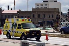 Автомобиль машины скорой помощи на улицах арен Punta стоковые изображения rf