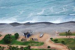 Автомобиль на океане берега Стоковое Изображение