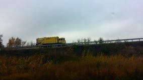 Автомобиль на дороге осени Стоковое Фото